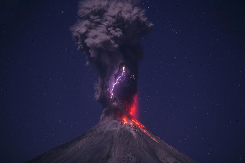 volcanes en México colima rayo