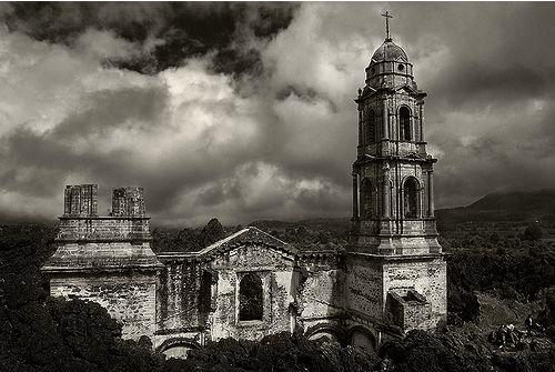 volcanes en México paracutin iglesia