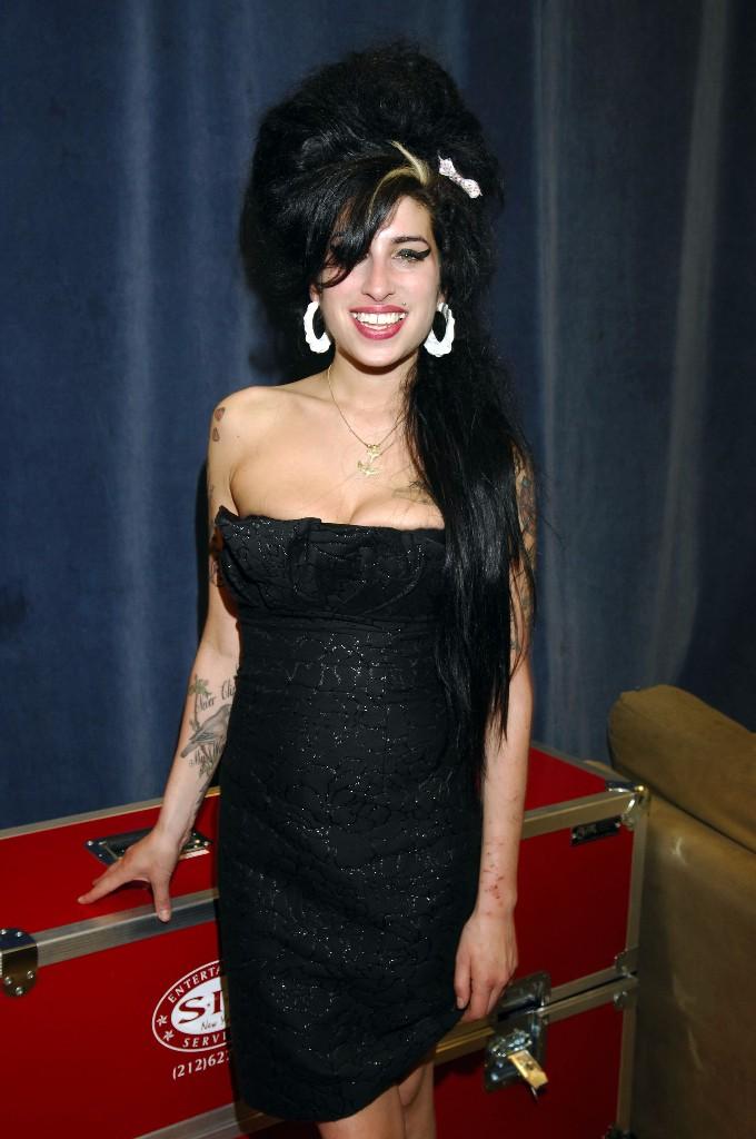 amy winehouse outfits vestido negro