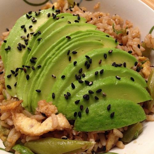 aprender a cocinar yakimeshi aguacate
