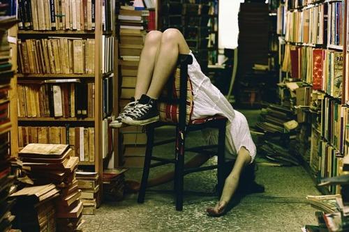 chica en librería1