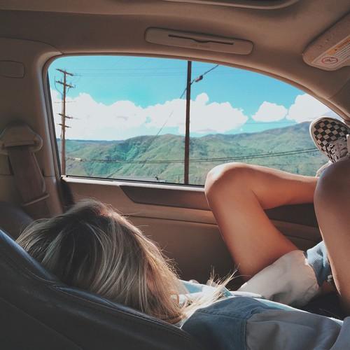 como viajar auto chica