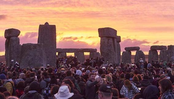 expectativa y realidad atardecer stonehenge