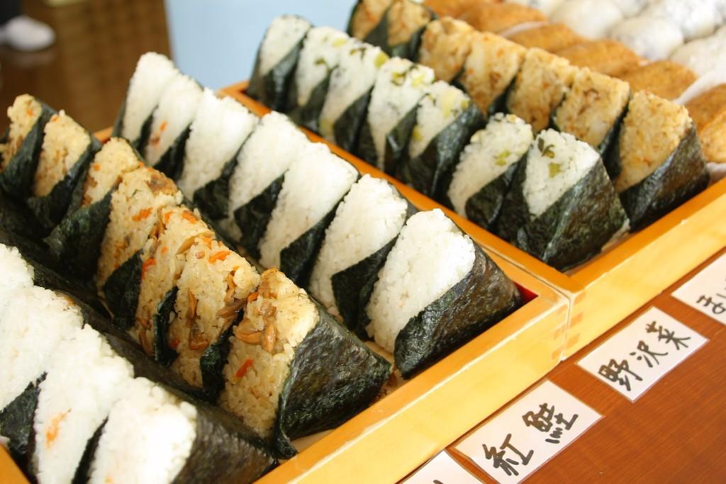 platillos japoneses onigiri