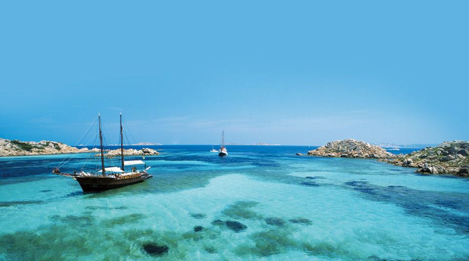 playas secretas san pantaleo barco