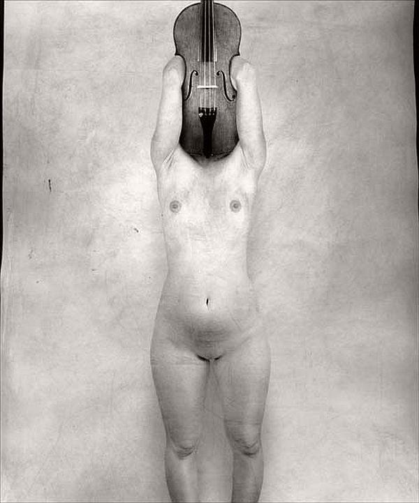 viola  / cuerpo desnudo