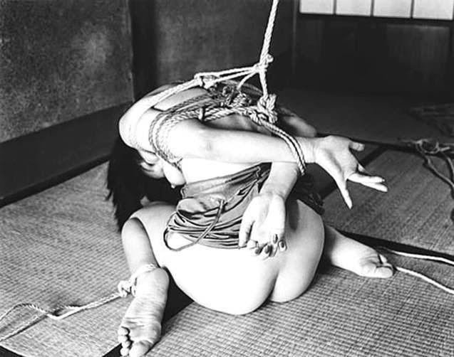 tortura / Nobuyoshi Araki