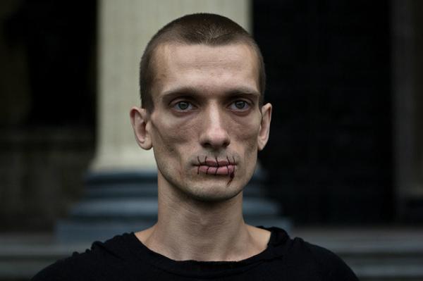 prejuicios en el arte pyotr pavlenski