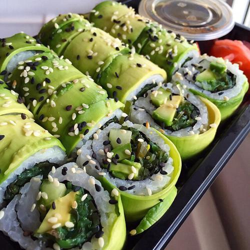 sushi aguacate