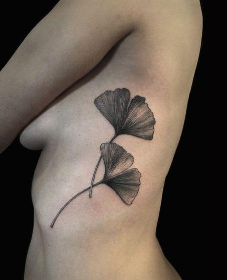 Ginkgo blatt tattoo