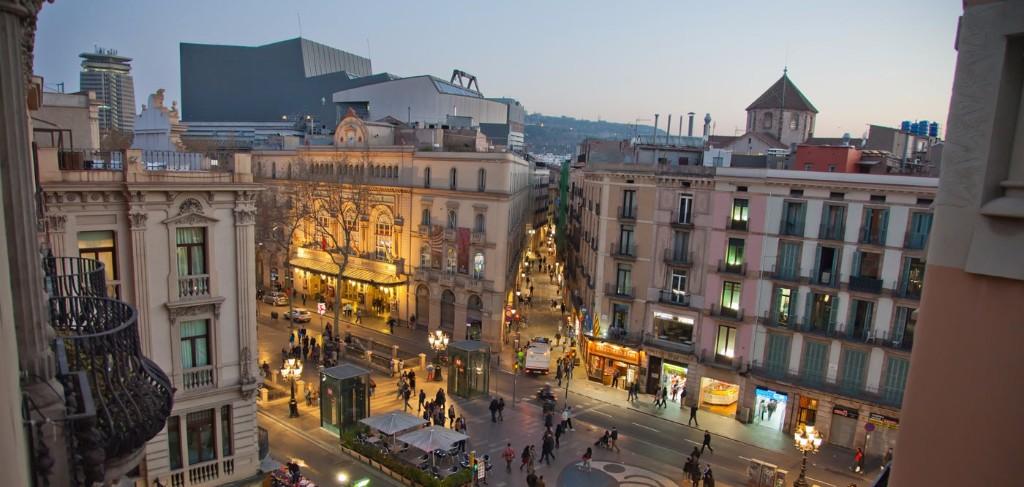 32 cosas que tienes que saber antes de viajar a europa for Viajes baratos paris barcelona