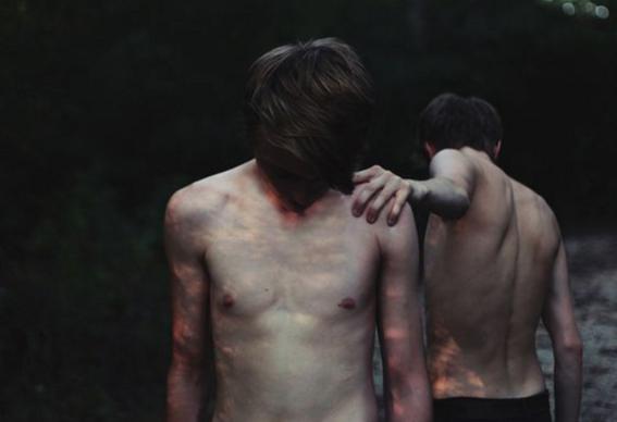 hombres torso desnudo