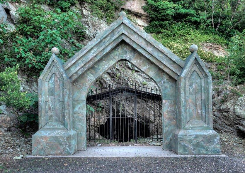 Gates of Hell sibyl