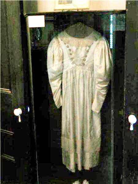 el-vestido-de-novia-objetos-embrujados