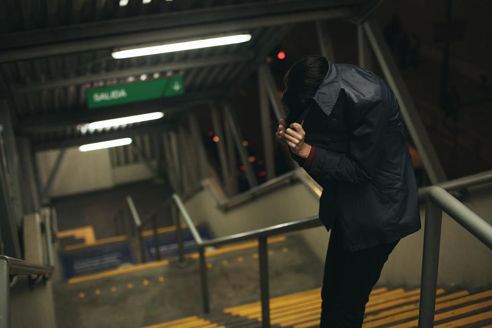 chica en el metro