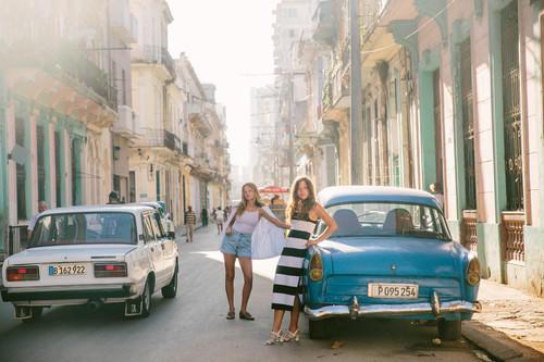 viajes baratos con amigos