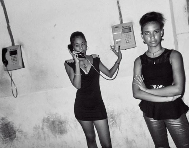 juventud-cubana-hablando