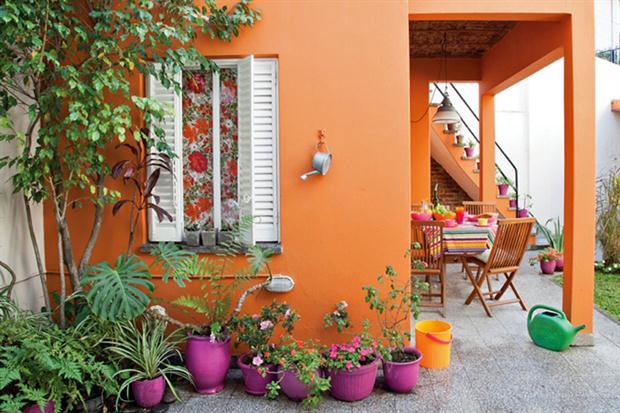 Consejos para decorar tu casa con un estilo mexicano y for Decoracion de patios con macetas