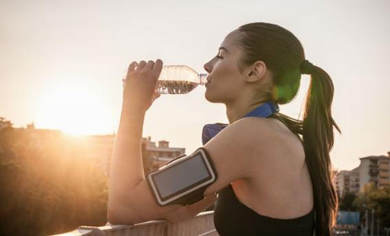 tomar_agua_durante_el_ejercicio_0