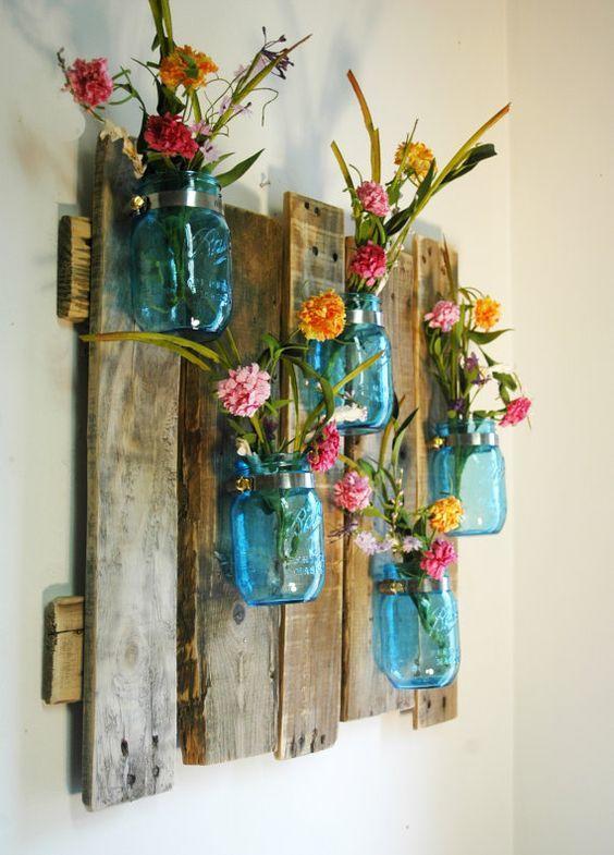 las botellas de vidrio siempre son tiles para la decoracin echa a volar tu imaginacin y combnalas con los elementos de madera anteriores