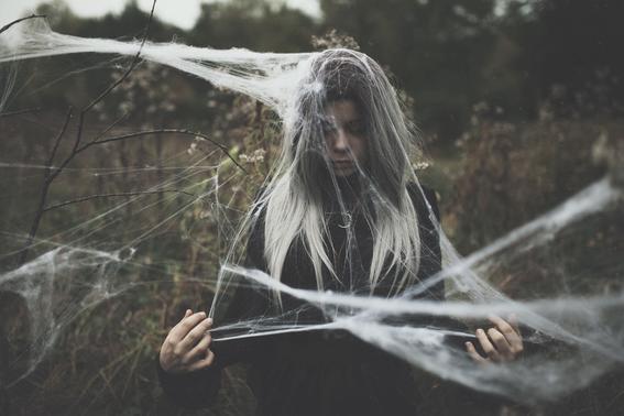 En tiempos de brujas online dating
