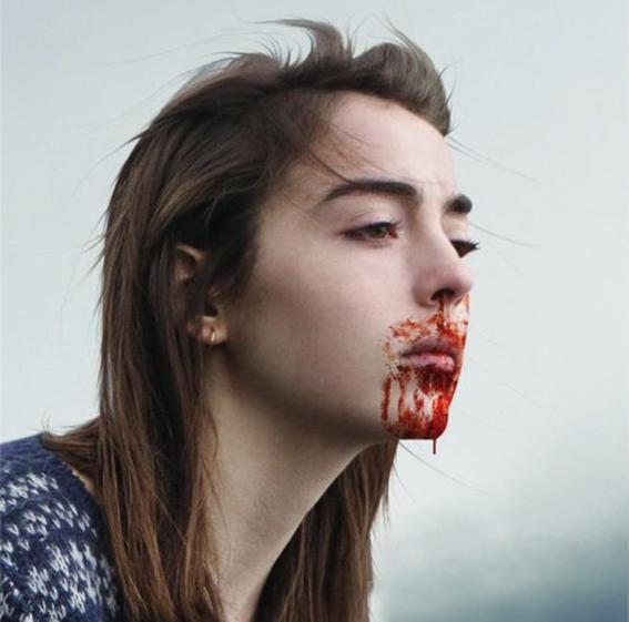 pelicula raw sangre