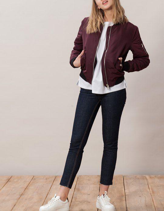 7 looks para llevar chaqueta bomber y tenis como una aut ntica neoyorkina moda. Black Bedroom Furniture Sets. Home Design Ideas