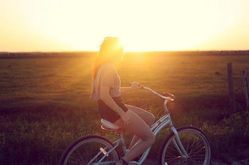 chica bicicleta inteligencia y soledad