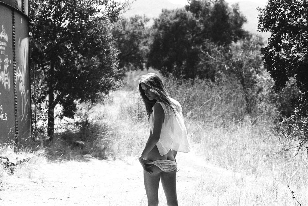 Mujer desnuda campo nudista images 53