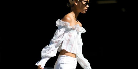 ropa de moda para mujer hombros