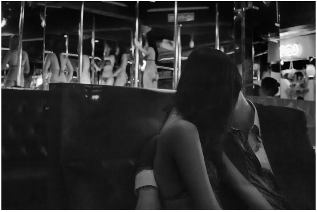 image Desnudo en público por las pistas