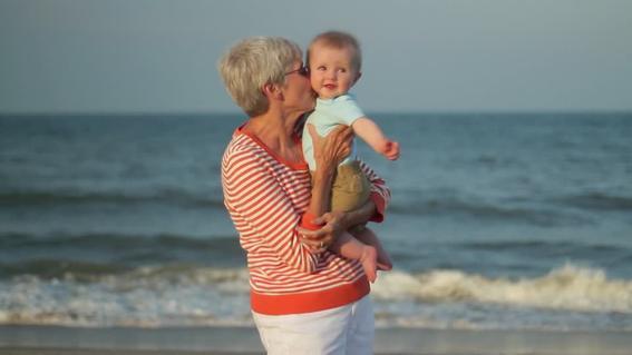 senora de 67 anos da a luz a su nieta