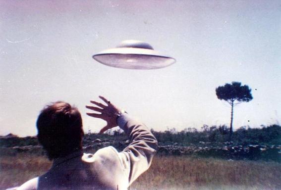 alien fotografia interaccion con ovnis
