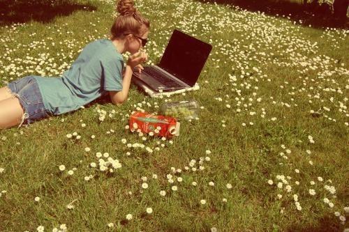 buscadores academicos laptop