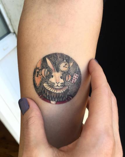 tatuajes inspirados en el cine luna conejo