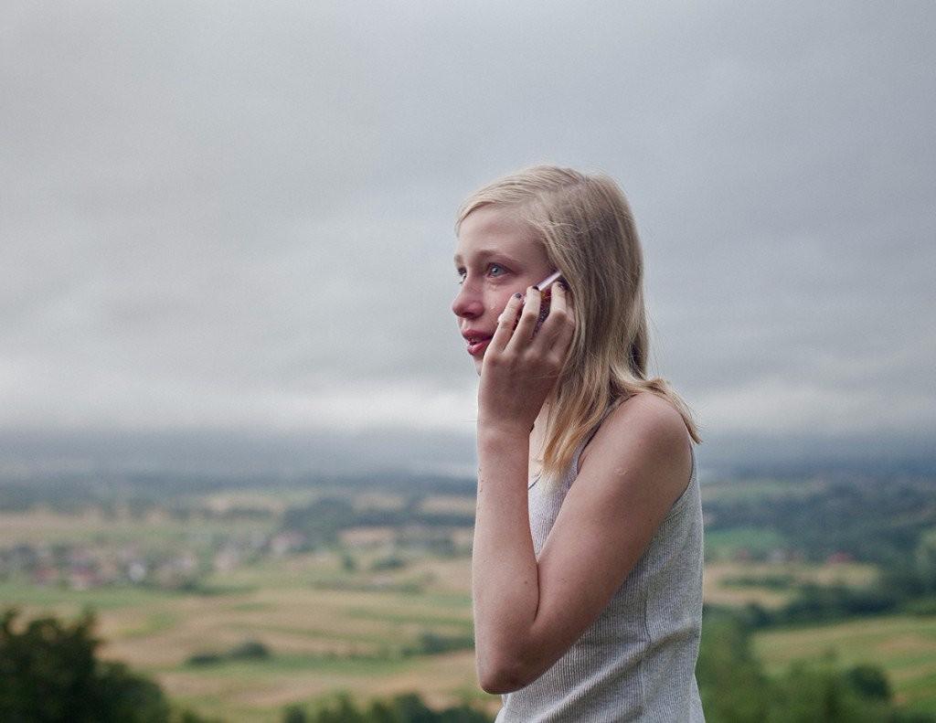 Anna Grzelewska young womanhood phone call tear