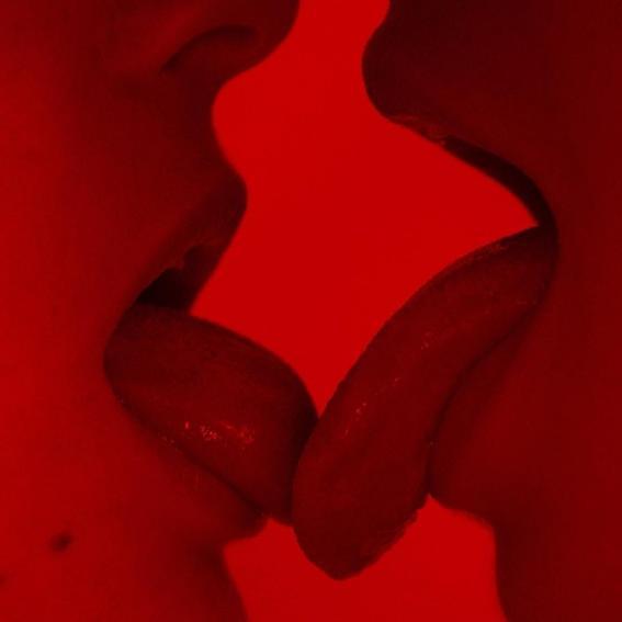 Gabriela mendes beso rojo