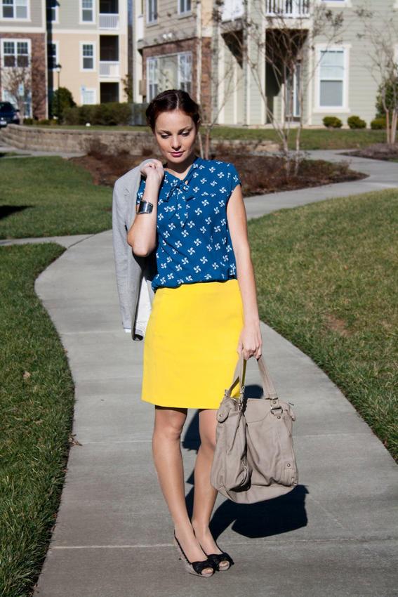 amarillo ropa con estilo para mujeres