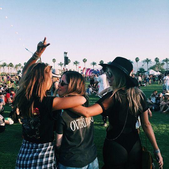 amigos en festivales