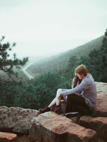 5 canciones indie para recordar el amor intenso que te marcó con sus labios