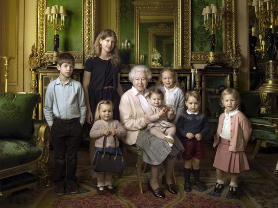 corona britanica familia real