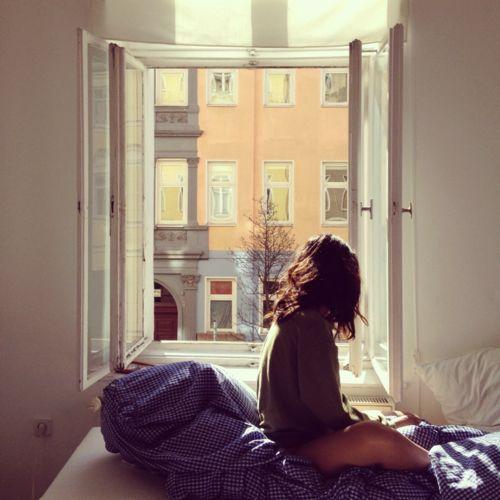 estar sin pareja por la ventana