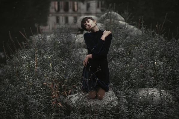 fotografias feminidad en soledad abrazo