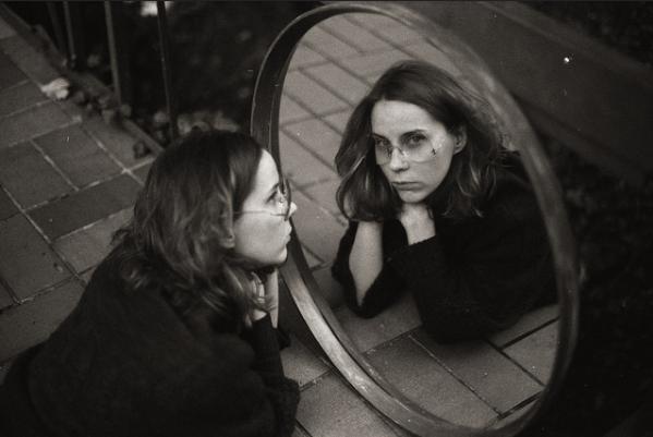fotografias feminidad en soledad espejo