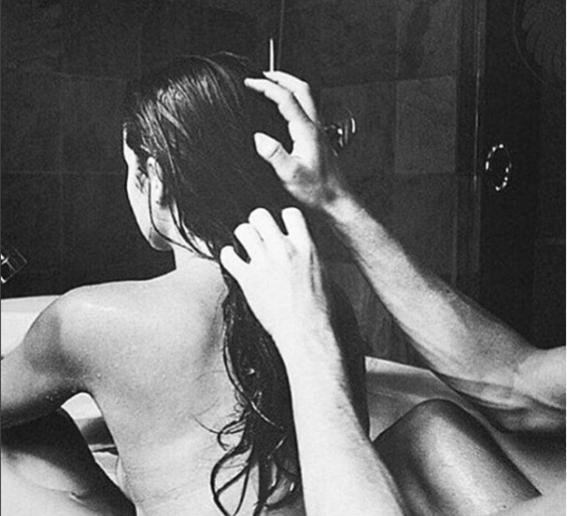 irresistible woman tub
