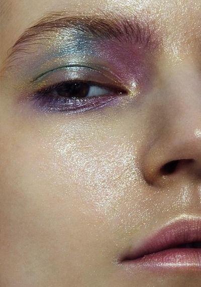 make up tendencia holografica
