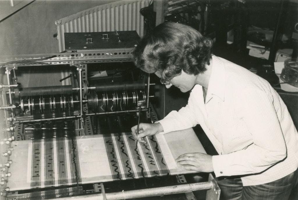 mujeres en la musica electronica daphne oram