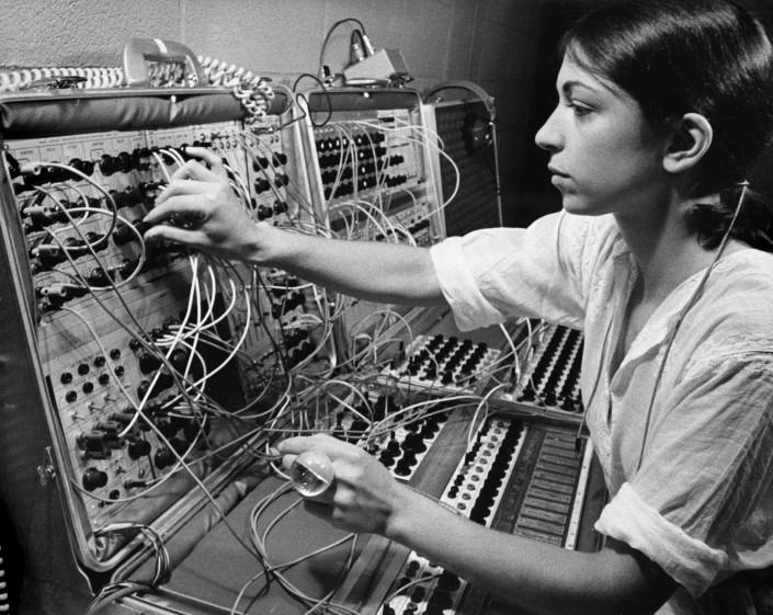 mujeres en la musica electronica laurie