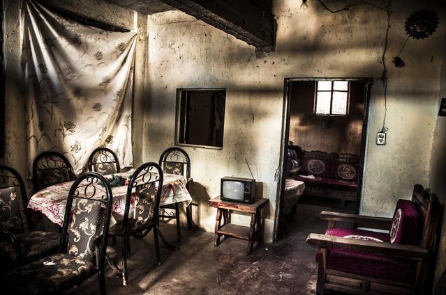 photographer grandmother death dining room