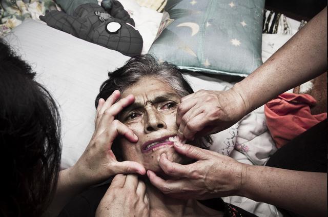 photographer grandmother death pain
